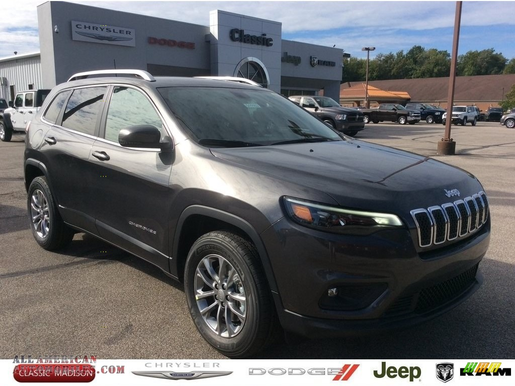 Granite Crystal Metallic / Black Jeep Cherokee Latitude Plus 4x4