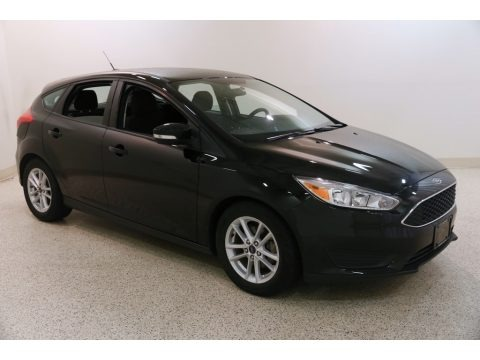 Shadow Black 2017 Ford Focus SE Hatch