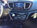 Chrysler Pacifica Limited Brilliant Black Crystal Pearl photo #13