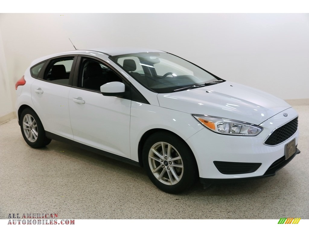 2018 Focus SE Hatch - Oxford White / Charcoal Black photo #1