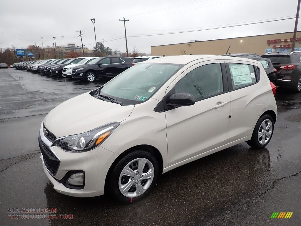 Toasted Marshmallow Metallic / Jet Black Chevrolet Spark LS