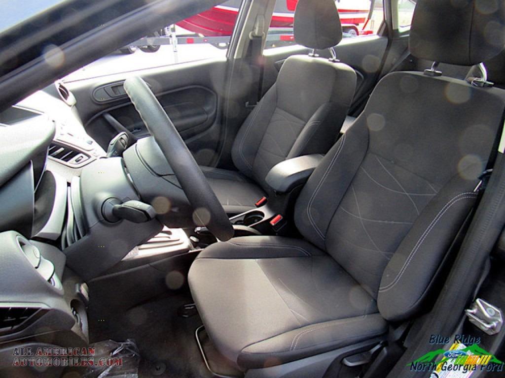2019 Fiesta SE Sedan - Magnetic / Charcoal Black photo #10