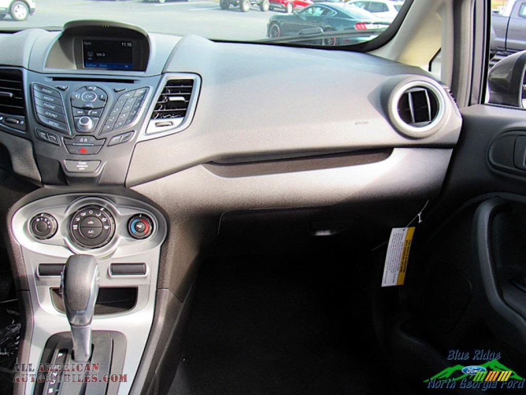 2019 Fiesta SE Sedan - Magnetic / Charcoal Black photo #16