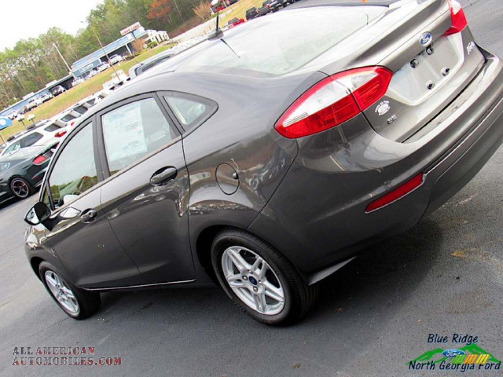 2019 Fiesta SE Sedan - Magnetic / Charcoal Black photo #31