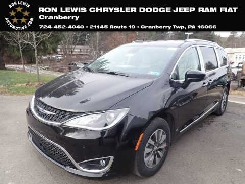 Brilliant Black Crystal Pearl 2020 Chrysler Pacifica Touring L Plus