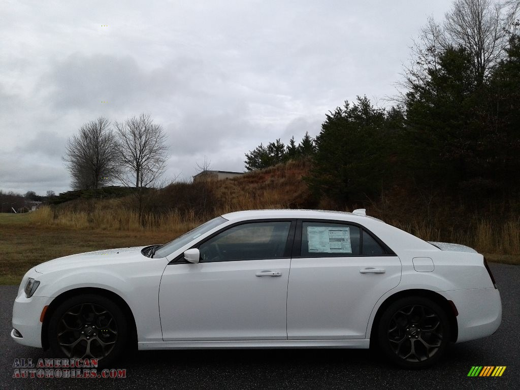 Bright White / Caramel/Black Chrysler 300 S