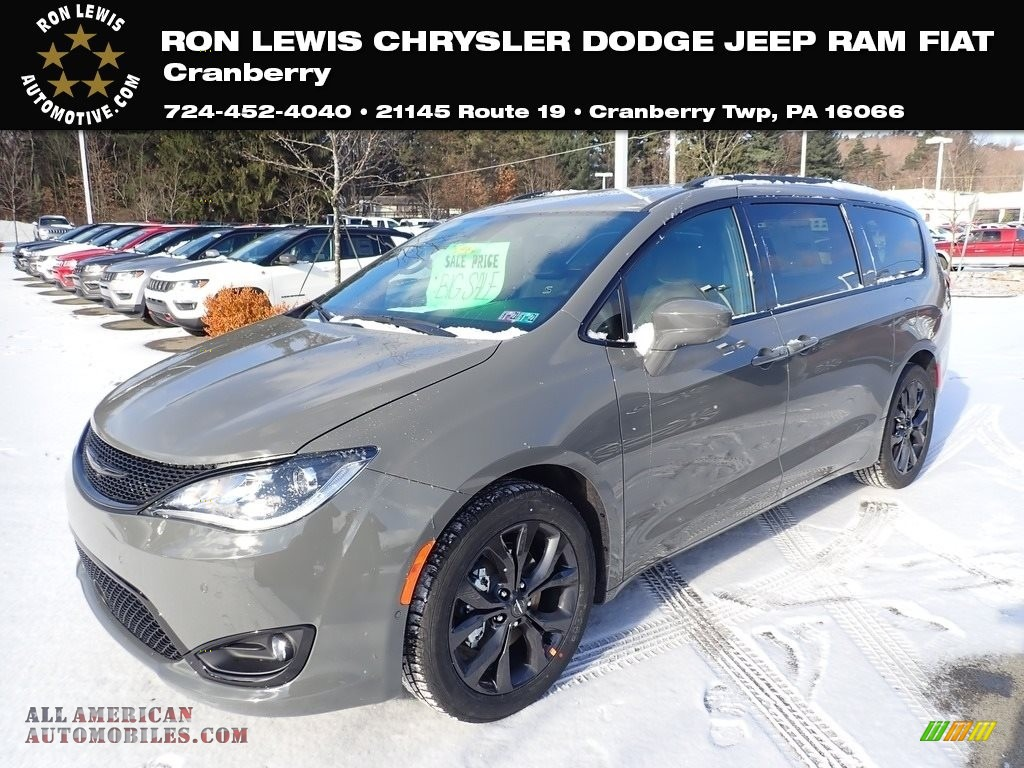 Ceramic Grey / Black Chrysler Pacifica Touring L