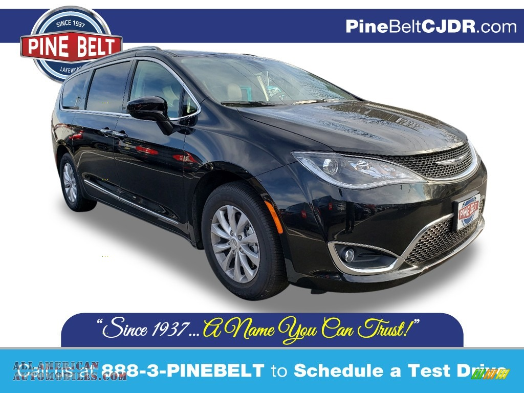 Brilliant Black Crystal Pearl / Alloy/Black Chrysler Pacifica Touring L