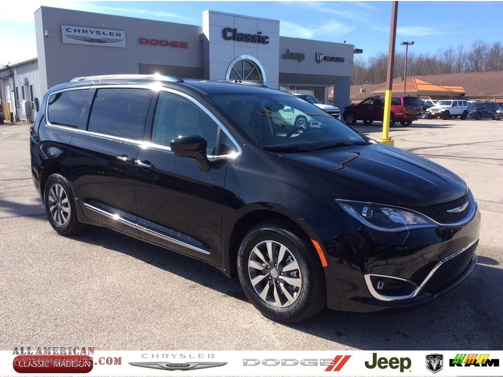 2020 Pacifica Touring L Plus - Brilliant Black Crystal Pearl / Cognac/Alloy photo #1