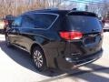 Chrysler Pacifica Touring L Plus Brilliant Black Crystal Pearl photo #7