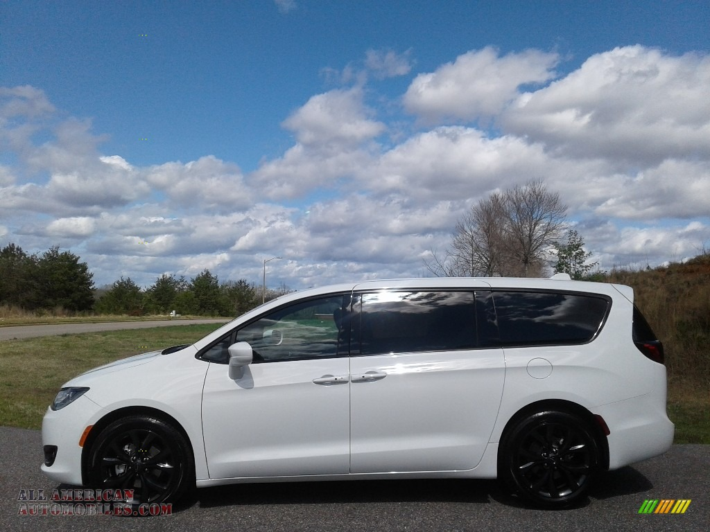 Bright White / Black Chrysler Pacifica Touring