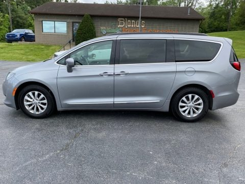 Billet Silver Metallic 2017 Chrysler Pacifica Touring L