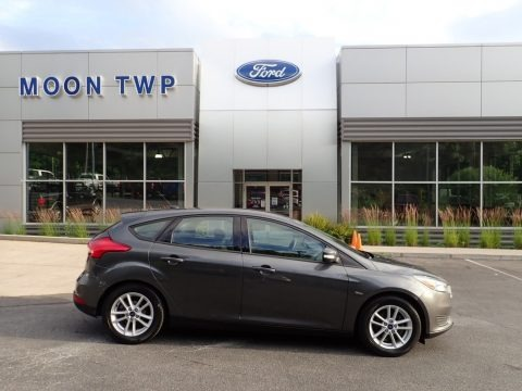 Stealth Gray 2017 Ford Focus SE Hatch