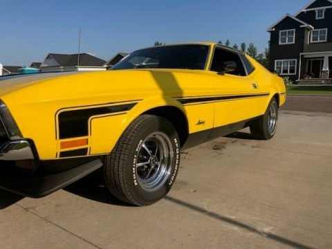 Grabber Yellow 1971 Ford Mustang Mach 1