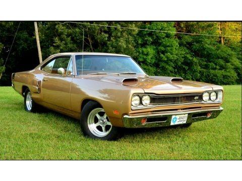 Gold Metallic 1969 Dodge Coronet Super Bee Hardtop