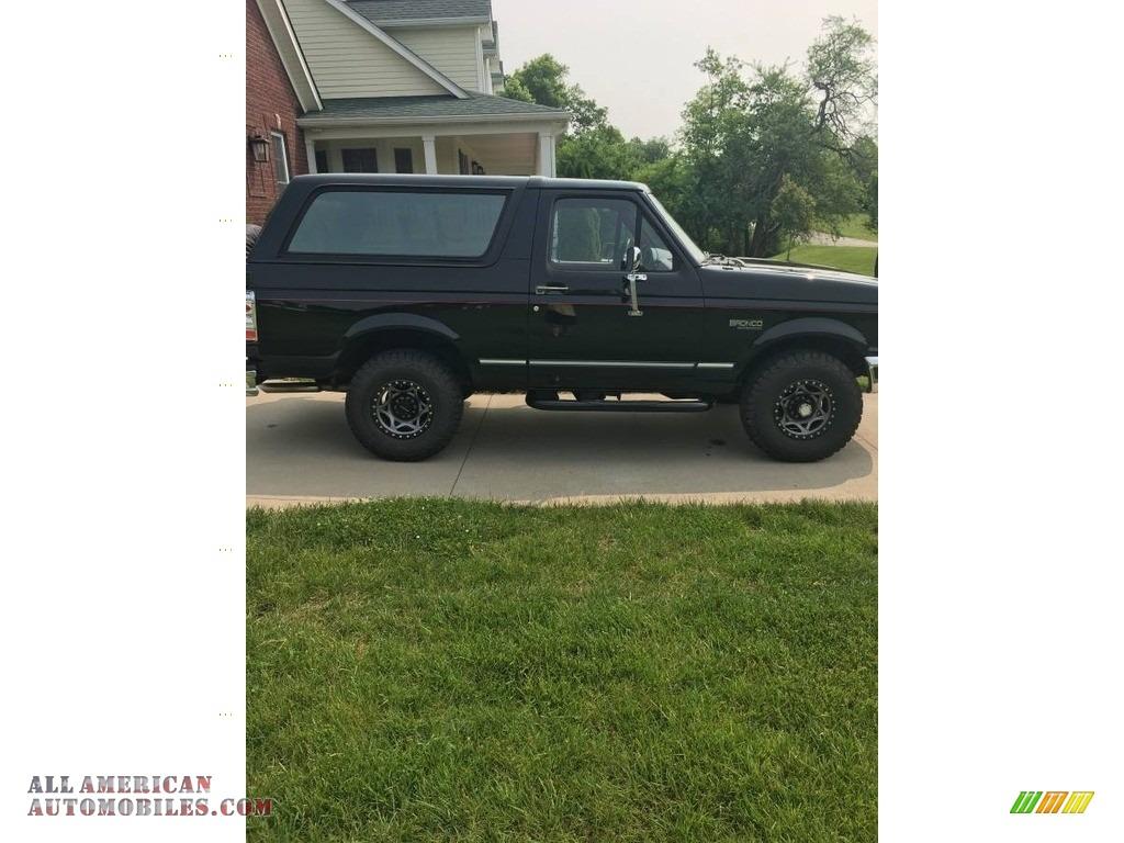 1995 Bronco XLT 4x4 - Black / Red photo #1