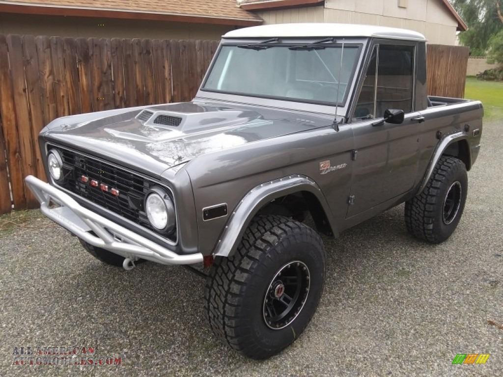 Gun Metal Gray / Black Ford Bronco Sport Wagon