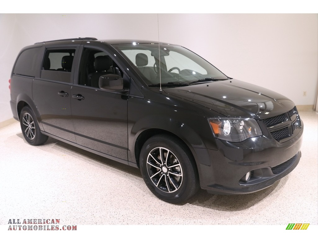 Black Onyx Crystal Pearl / Black Dodge Grand Caravan GT