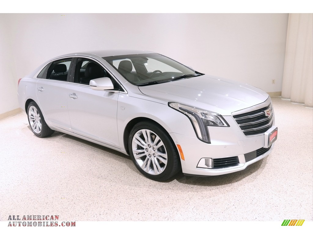 Radiant Silver Metallic / Jet Black Cadillac XTS Luxury