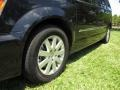 Chrysler Town & Country Touring Brilliant Black Crystal Pearl photo #21
