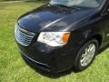 Chrysler Town & Country Touring Brilliant Black Crystal Pearl photo #33