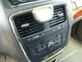 Chrysler Town & Country Touring Brilliant Black Crystal Pearl photo #42