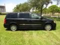 Chrysler Town & Country Touring Brilliant Black Crystal Pearl photo #44