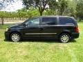 Chrysler Town & Country Touring Brilliant Black Crystal Pearl photo #47