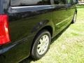 Chrysler Town & Country Touring Brilliant Black Crystal Pearl photo #68