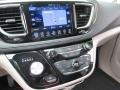 Chrysler Pacifica Limited Brilliant Black Crystal Pearl photo #17
