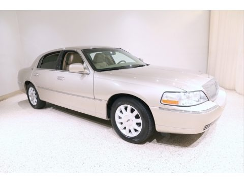 Light French Silk Metallic 2011 Lincoln Town Car Signature Limited