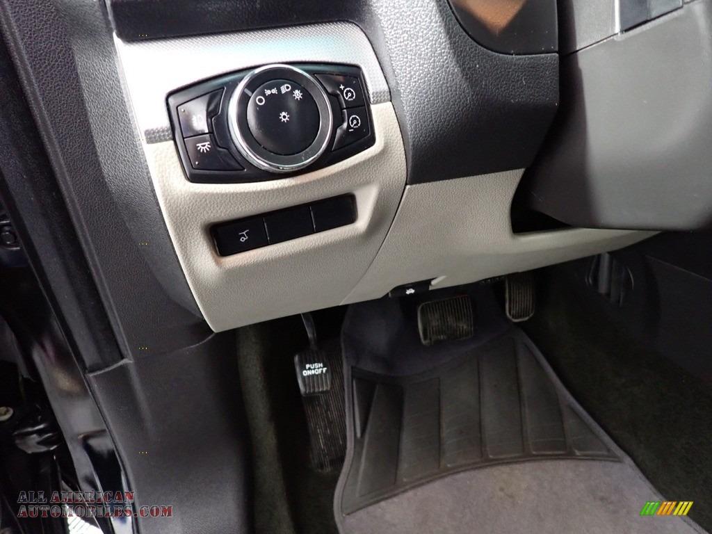 2013 Explorer XLT 4WD - Green Gem Metallic / Charcoal Black photo #23