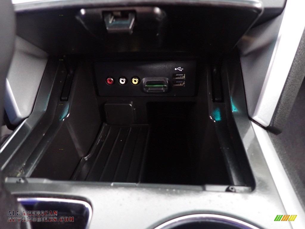 2013 Explorer XLT 4WD - Green Gem Metallic / Charcoal Black photo #42