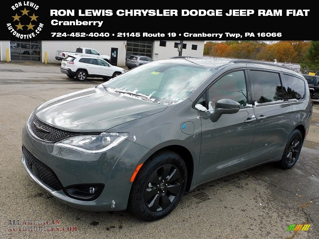 2020 Pacifica Hybrid Limited - Ceramic Grey / Rodeo Red photo #1