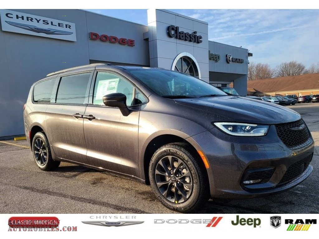 Granite Crystal Metallic / Black Chrysler Pacifica Touring L
