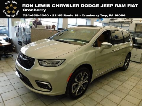 Luxury White Pearl 2021 Chrysler Pacifica Pinnacle AWD