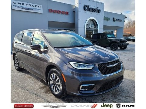 Granite Crystal Metallic 2021 Chrysler Pacifica Touring L