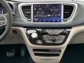 Chrysler Pacifica Touring L Bright White photo #10
