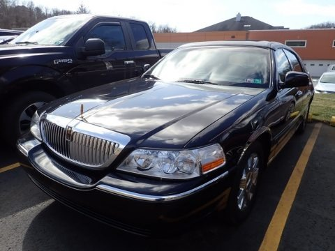 Black 2005 Lincoln Town Car Signature Limited