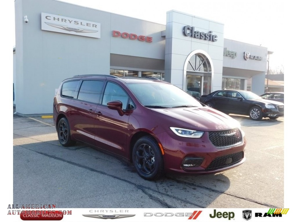 2021 Pacifica Hybrid Limited - Velvet Red Pearl / Black photo #1