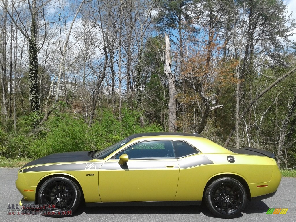 2021 Challenger R/T Scat Pack - Gold Rush / Black photo #1