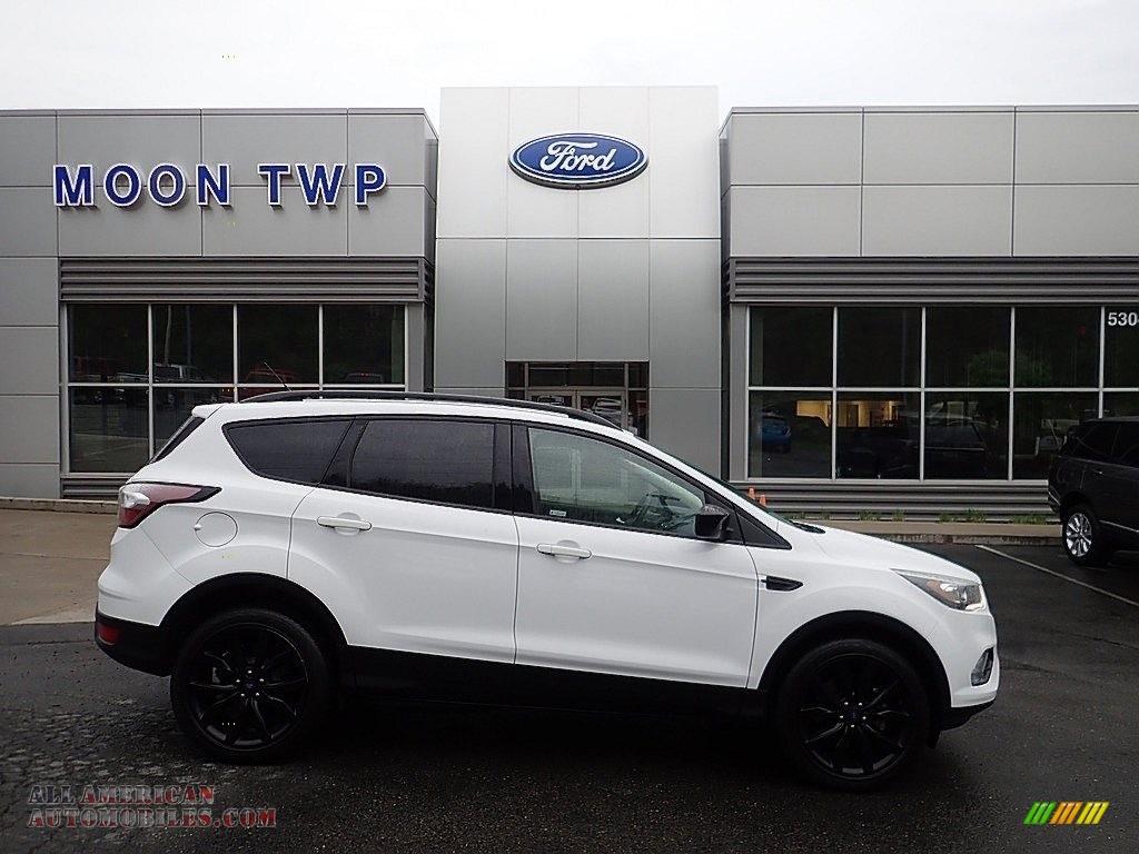 Oxford White / Charcoal Black Ford Escape SE 4WD