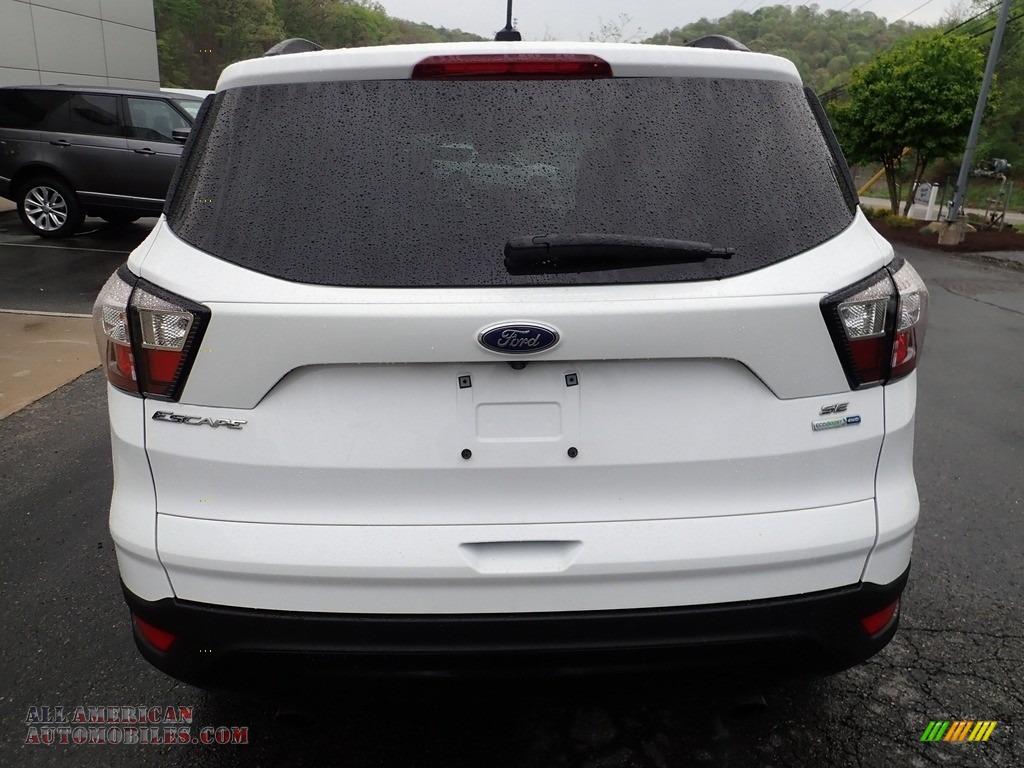 2018 Escape SE 4WD - Oxford White / Charcoal Black photo #3