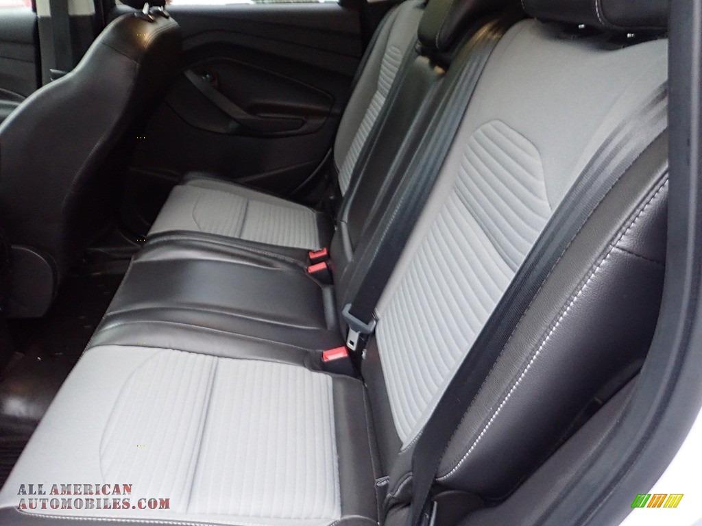 2018 Escape SE 4WD - Oxford White / Charcoal Black photo #16