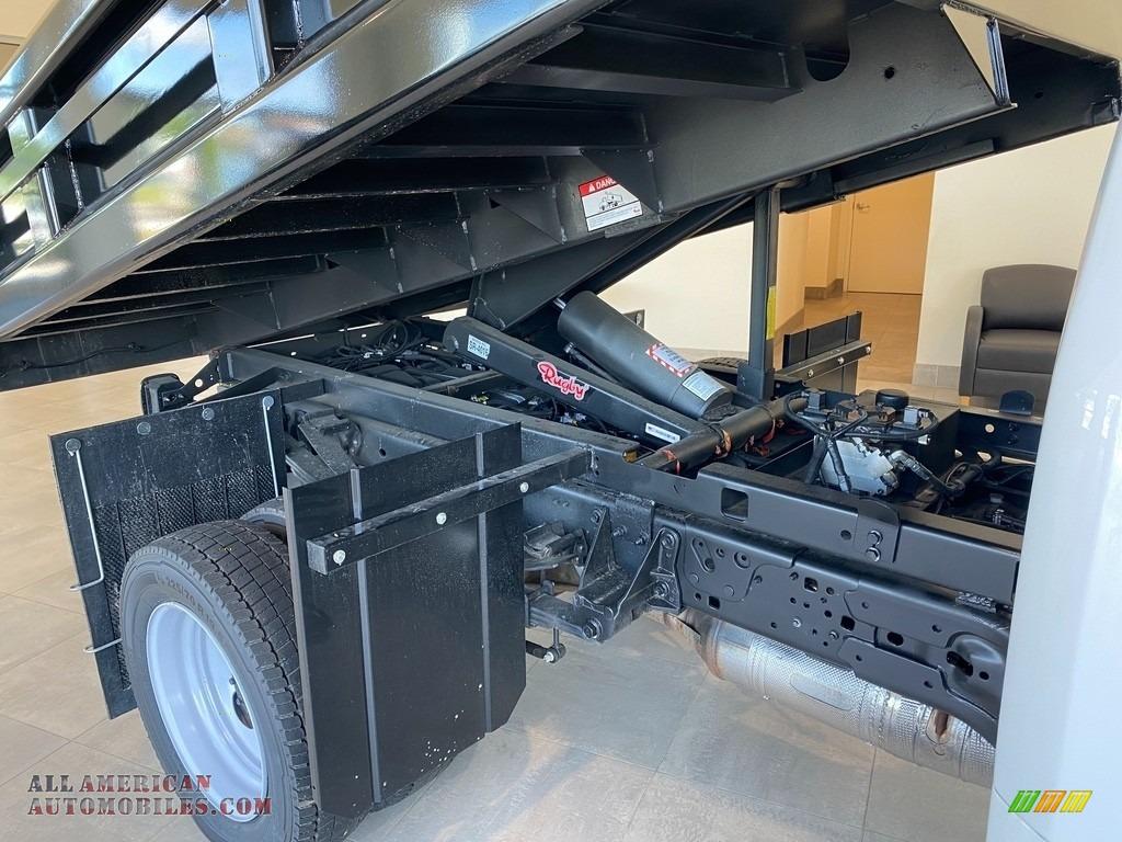 2021 F550 Super Duty XL Regular Cab 4x4 Chassis Dump Truck - Oxford White / Medium Earth Gray photo #6