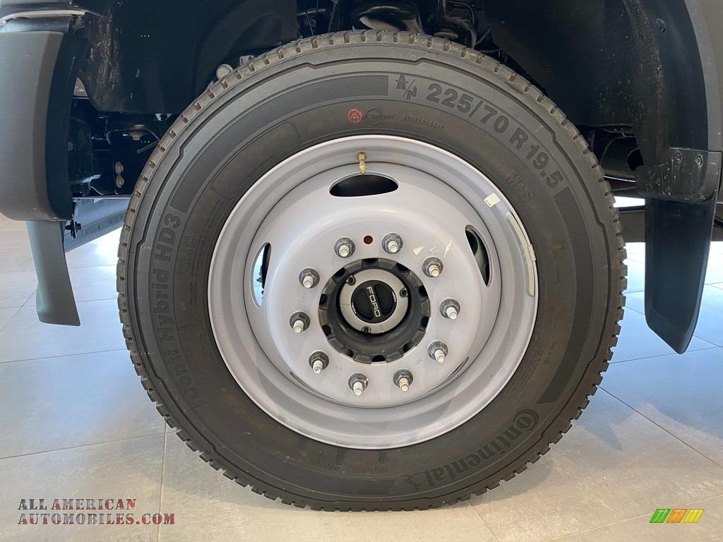 2021 F550 Super Duty XL Regular Cab 4x4 Chassis Dump Truck - Oxford White / Medium Earth Gray photo #12