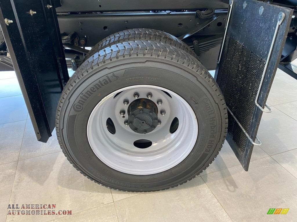 2021 F550 Super Duty XL Regular Cab 4x4 Chassis Dump Truck - Oxford White / Medium Earth Gray photo #13