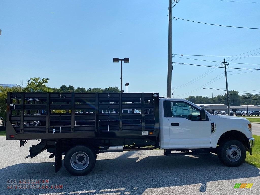 2021 F350 Super Duty XL Crew Cab 4x4 Stake Truck - Oxford White / Medium Earth Gray photo #5