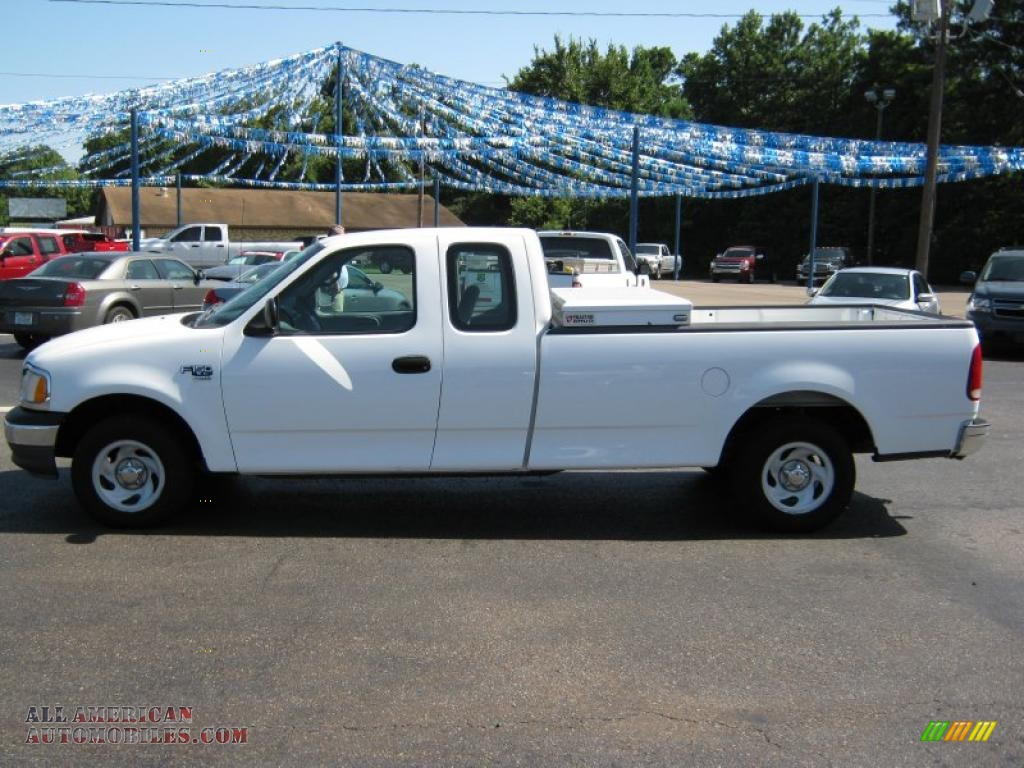 2000 F150 XL Extended Cab - Oxford White / Medium Graphite photo #1