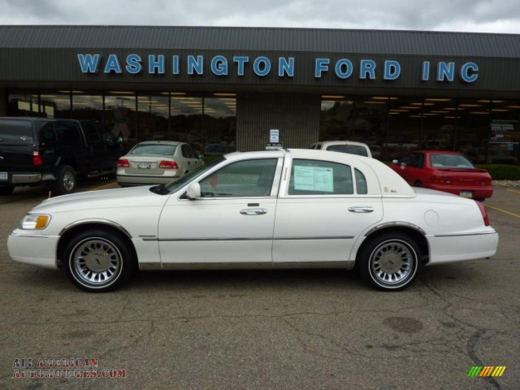 2000 Lincoln Town Car Cartier In Vibrant White 902028
